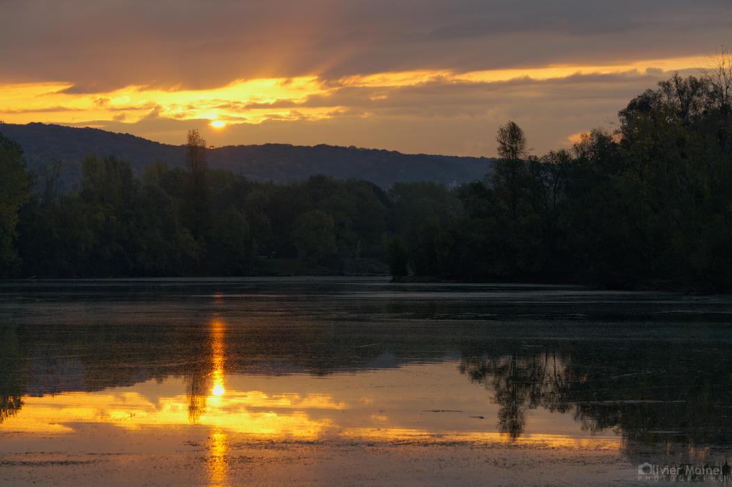 Belles lumières sur un étang