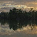 Aube et reflets sur un étang